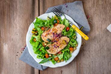 Einen leckeren Chickensalat in Uelzen genießen.