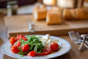 Einen leckeren Tomatensalat in Uelzen genießen.