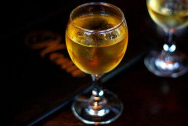 Sekt in Uelzen mit Freunden trinken.