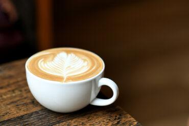 Einen Kaffee Crema in Uelzen trinken.