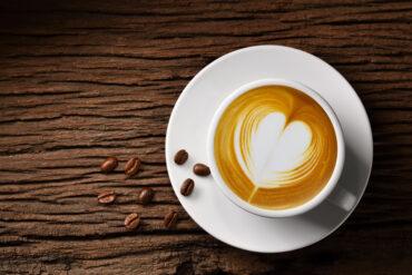 Einen leckeren Milchkaffee in Uelzen trinken.