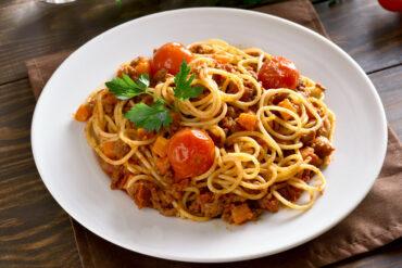 Einen leckeren Teller Spaghetti Bolognese in Uelzen genießen.