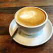 Einen Cappuccino in Uelzen trinken.