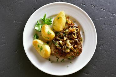 Gutes Steak mit Kartoffeln in Uelzen.